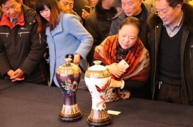 2013年6月,《喜凤瓶》作为国礼赠给韩国总统朴槿惠。.jpg