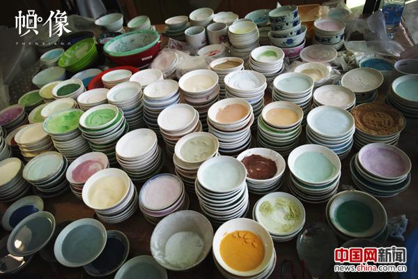 2017年9月5日,北京工美景泰蓝车间。图为景泰蓝点蓝工序颜料碗。中国网记者 赵超 摄.JPG